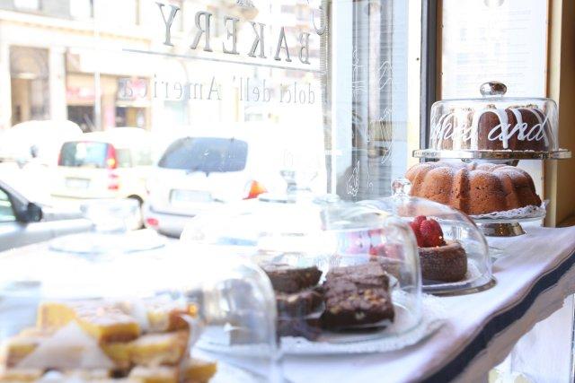 California Bakery - dolci in vetrina