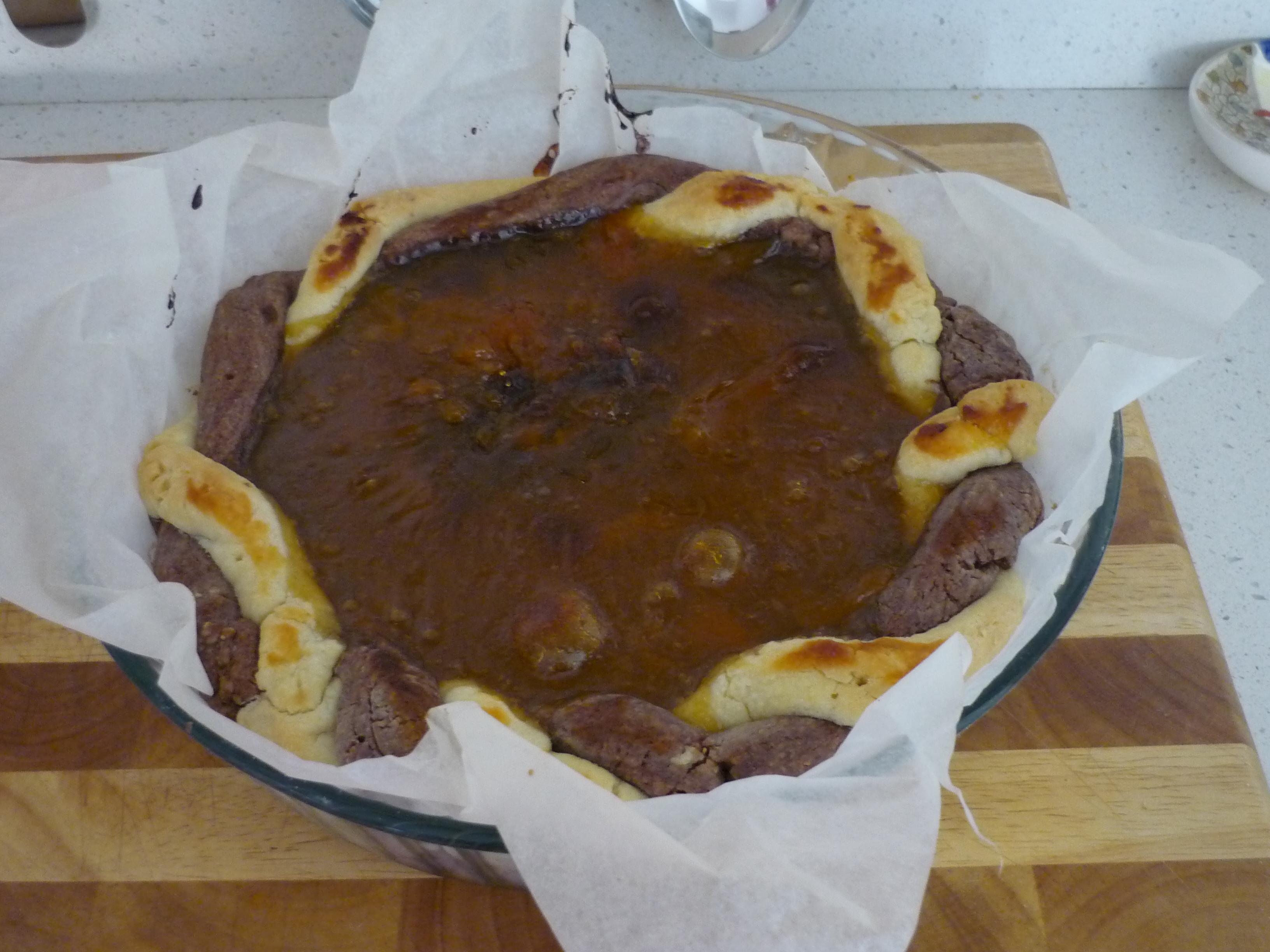 La crostata bicolore alle albicocche è pronta