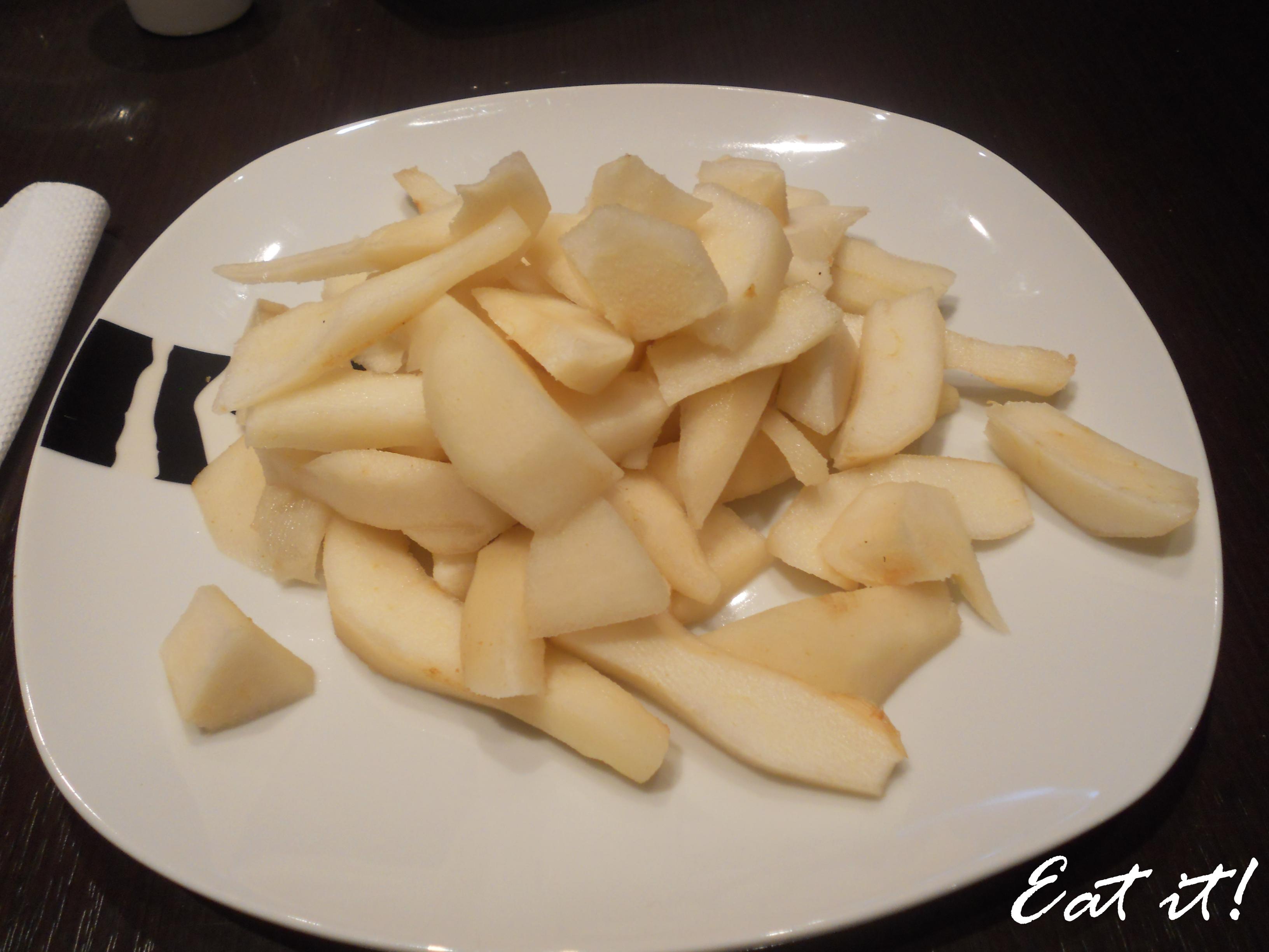 Torta pere, cioccolato e amaretti - Pulire e tagliare le pere