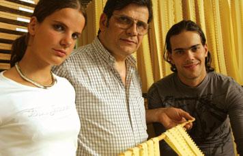 Giovanni Fabbri con i figli Lisa e Marco (da www.pastafabbri.it )