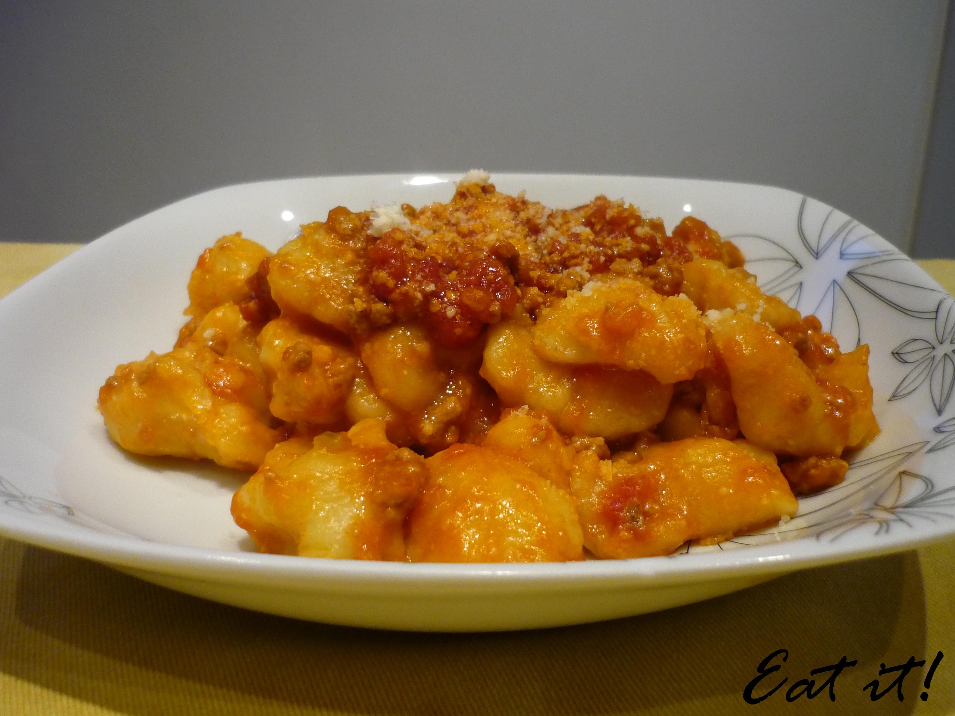 Gnocchi di patate (al ragù di carne)   Eatitmilano