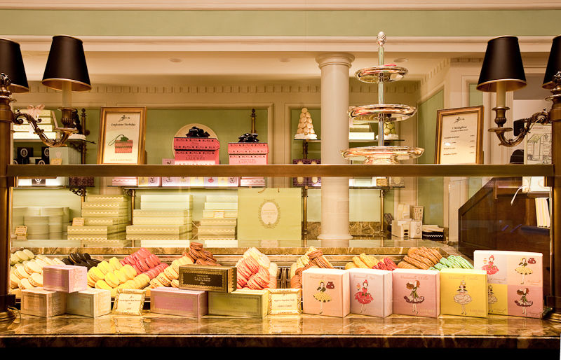 Ladurée Milano - bancone Macarons