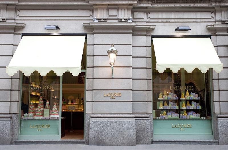 Ladurée Milano - La vetrina della boutique