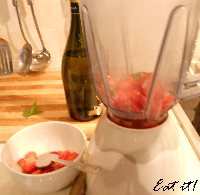 Risotto fragole e champagne - Frullare le fragole