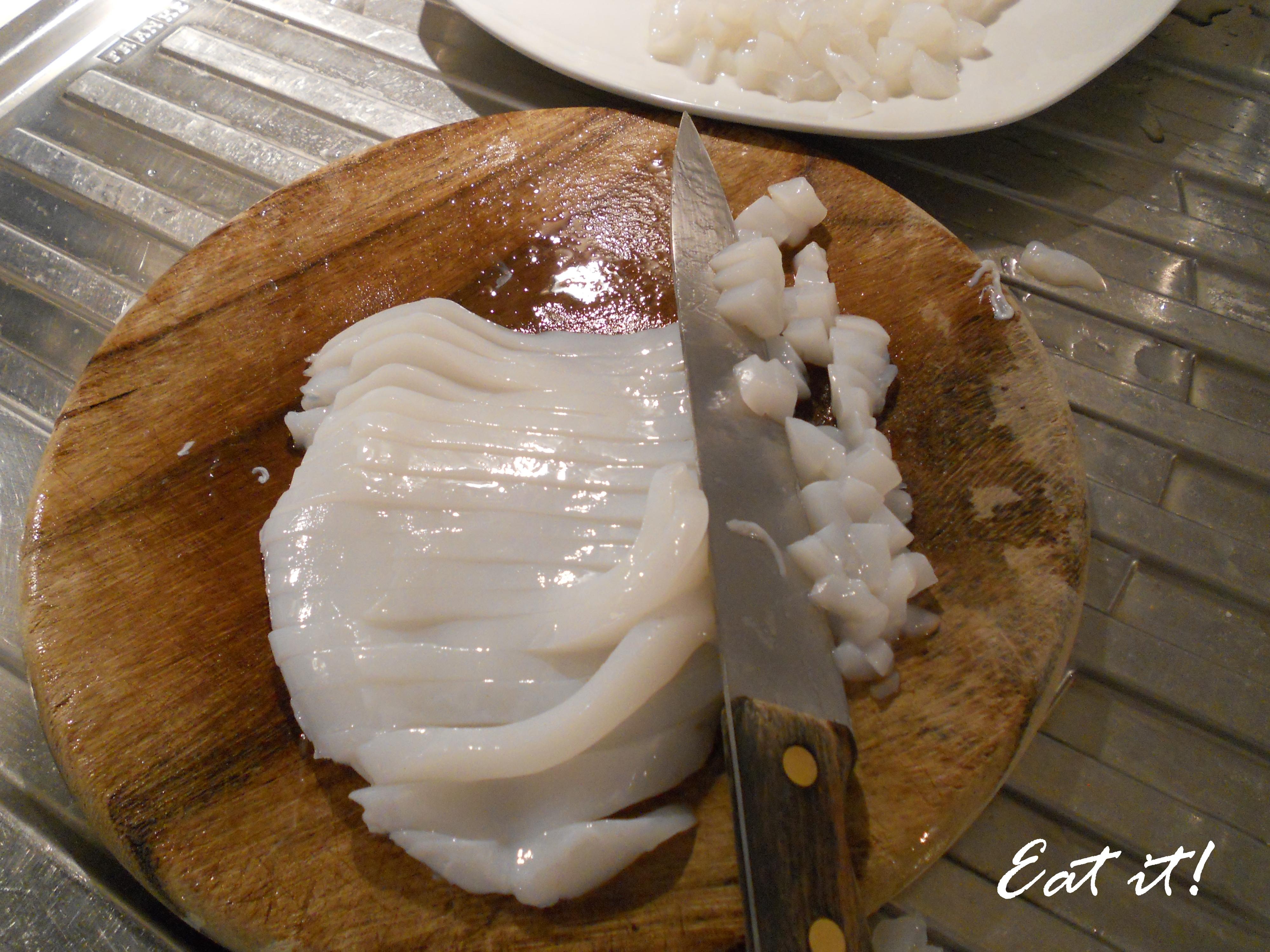 Calamari in crema di risotto - Taglio a cubetti i calamari