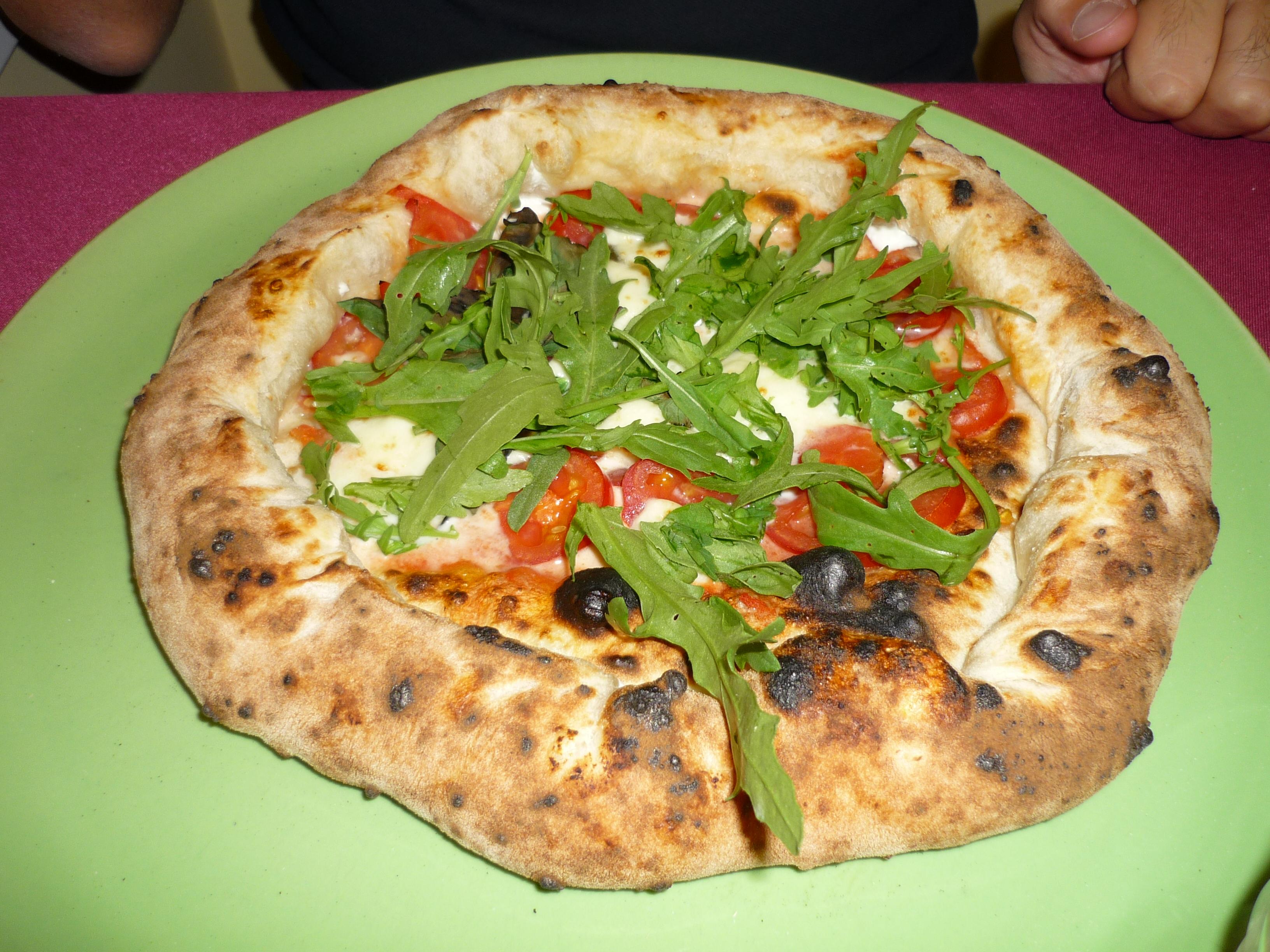 Solo pizza - pizza con bordo ripieno di ricotta