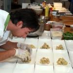 Manuel prepara i piatti