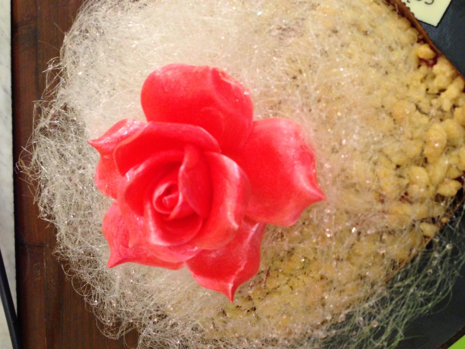 Crumble con decorazioni di zucchero