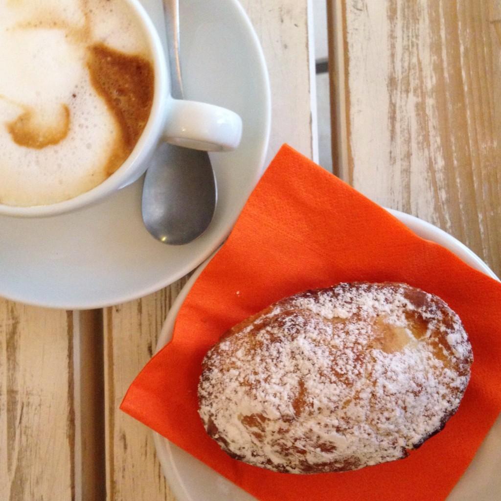 Cappuccino e pasticciotto