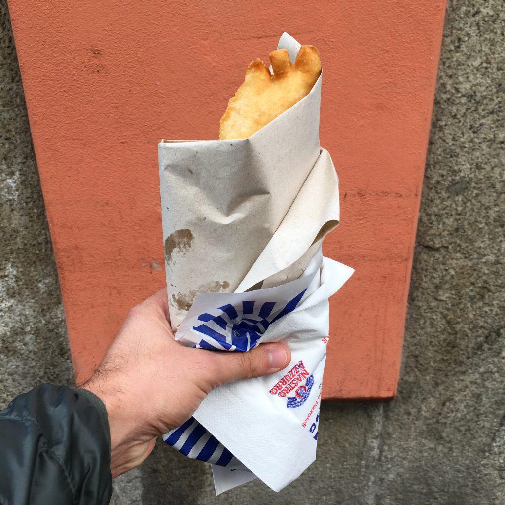 La pizza fritta di Zia Caterina a Milano