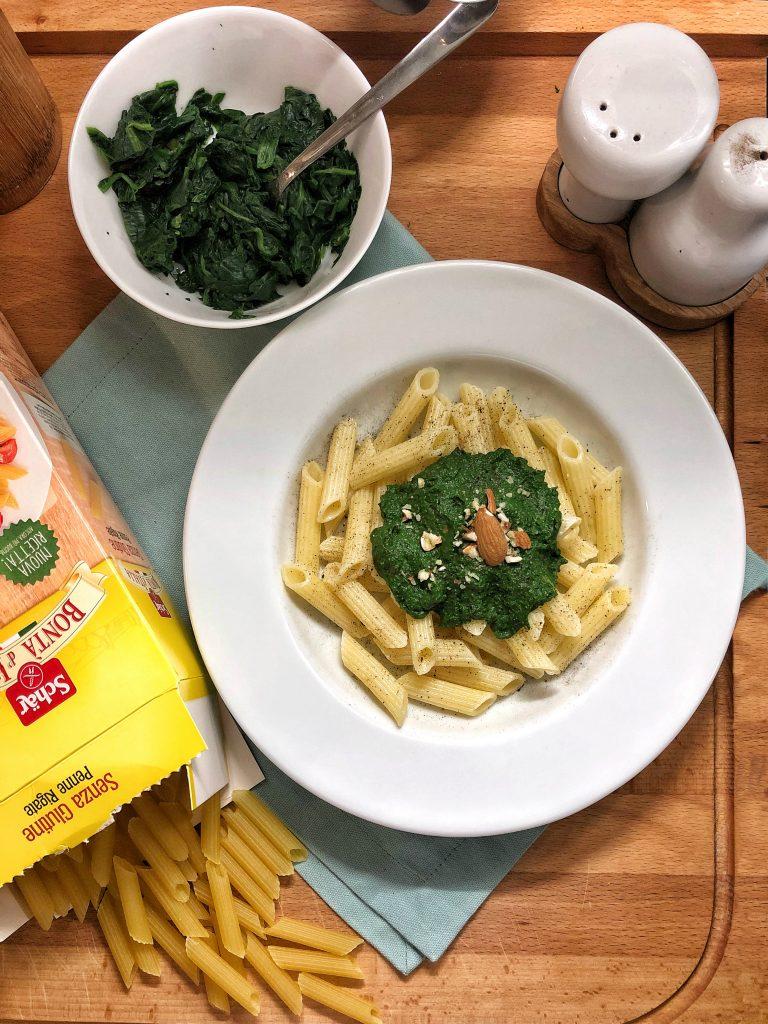 Penne al pesto di spinaci e mandorle