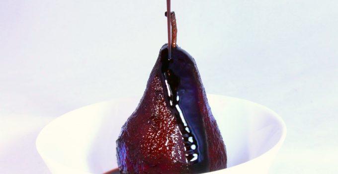Pere al vino rosso, il dessert d'altri tempi facile facile