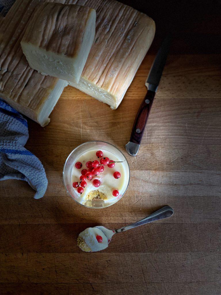 Bicchierini di cheesecake al taleggio e ribes